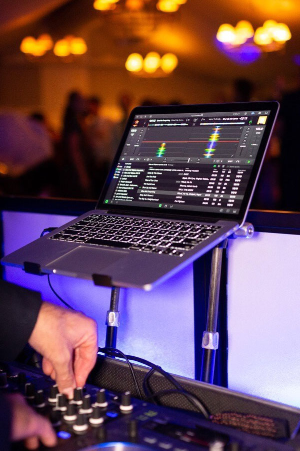 Wedding DJ top quality equipment